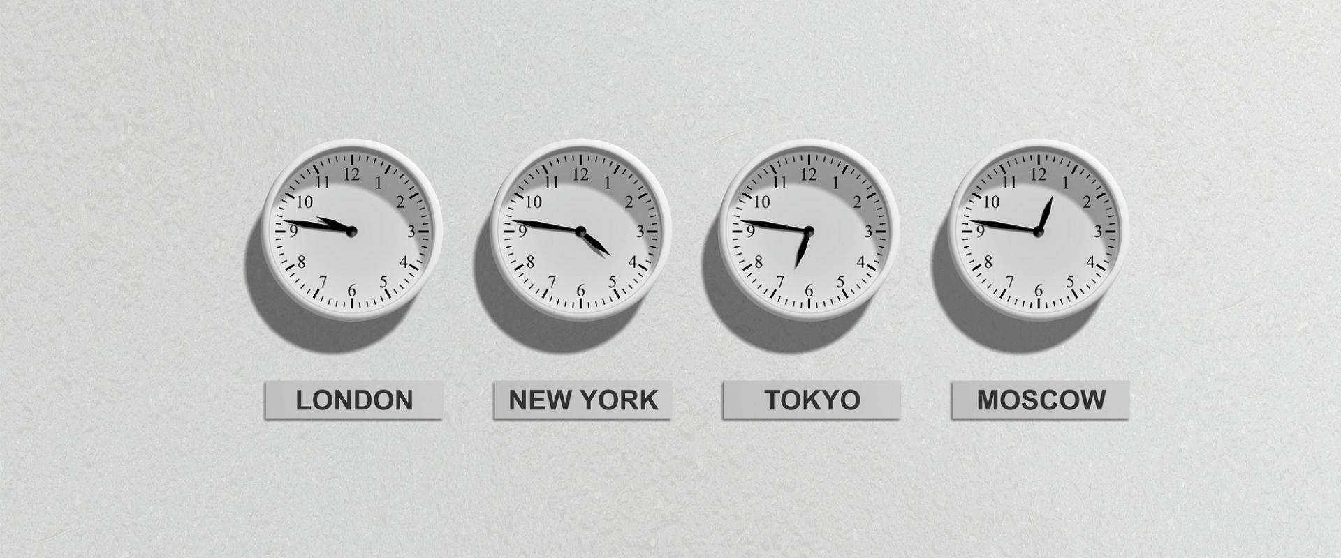 cztery zegary